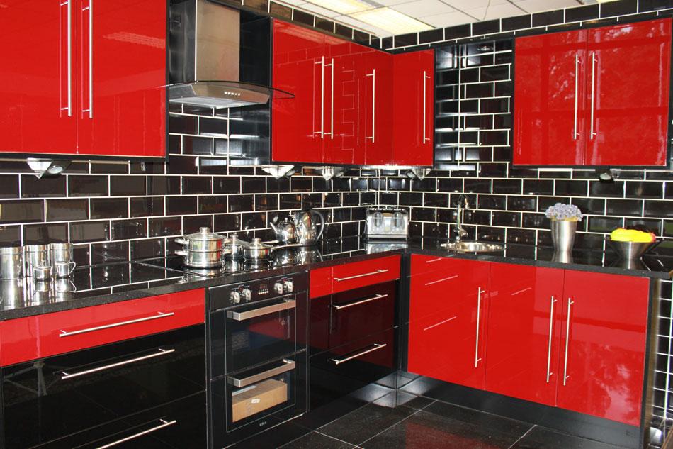 Al mal tiempo color en tu cocina - Muebles de cocina de colores ...